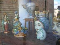 ceramiche in vetrina - 4 dicembre 2010 CALTAGIRONE LIDIA NAVARRA