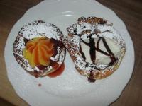 dolce: zeppole alla crema d'arancia e marmellata di ciliege ed alla ricotta e cioccolato - 1 maggio 2010  - Santa ninfa (6779 clic)