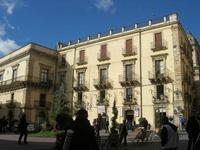 piazza - 4 dicembre 2010  - Caltagirone (1698 clic)