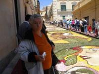 Infiorata 2010 - Bozzetti ispirati al tema: Musica dipinta: le forme e i colori della musica - Via Nicolaci - 16 maggio 2010  - Noto (2524 clic)
