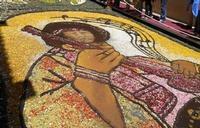 Infiorata 2010 - Bozzetti ispirati al tema: Musica dipinta: le forme e i colori della musica - L'ICONA TRA ARTE E MUSICA - Via Nicolaci - 16 maggio 2010  - Noto (2555 clic)