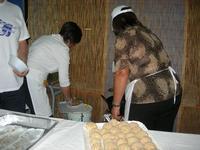arancine da friggere - I SAPORI DELL'ESTATE - manifestazione organizzata dall'Associazione Socio-Culturale GUARRATO-FONTANASALSA - 8 agosto 2010  - Guarrato (1995 clic)