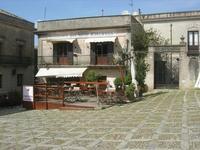 Piazza Umberto 1° - 2 maggio 2010   - Erice (2522 clic)