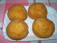 arancine di riso alla carne - specialità tipica siciliana immancabile nella ricorrenza di Santa Lucia - 13 dicembre 2010  - Alcamo (2650 clic)