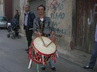 Processione in onore di San Giuseppe, Patrono dei lavoratori - il tamburo - 1 maggio 2010  - Alcamo (5960 clic)