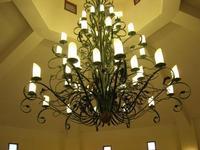 lampadario in ferro battuto - Parco Elimi - 26 giugno 2010  - Segesta (2100 clic)