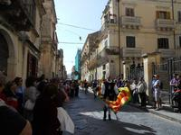 Corteo Barocco - Saluto alla Primavera - sbandieratori - 16 maggio 2010  - Noto (2935 clic)