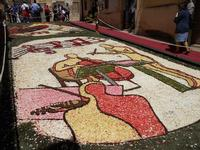 Infiorata 2010 - Bozzetti ispirati al tema: Musica dipinta: le forme e i colori della musica - OMAGGIO A MARK KOSTABI - Via Nicolaci - 16 maggio 2010  - Noto (2538 clic)