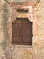 finestra di antica casa in piazza San Ferdinando Re - 5 settembre 2010  - Custonaci (1349 clic)