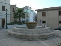 la fontana in piazza Europa - 2 giugno 2010  - Castellammare del golfo (1683 clic)