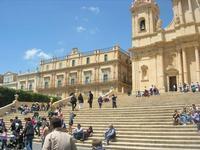 scalinata dinanzi la Cattedrale di San Nicola - 16 maggio 2010   - Noto (2824 clic)