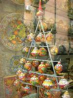 ceramiche in vetrina - 4 dicembre 2010  - Caltagirone (1439 clic)
