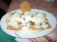 Crepès Esotica - nutella, banane a pezzetti, scaglie di cioccolato bianco - La Piazzetta - 14 luglio 2010  - Balestrate (3803 clic)