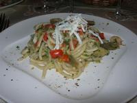 Spaghettoni alla Bettola: pasta fresca con carciofi, calamari, gamberi, pistacchio e ricotta salata - La Bettola - 19 settembre 2010  - Mazara del vallo (3149 clic)
