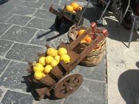 arance e limoni - piccoli carrettini artigianali e paniere - 16 maggio 2010  - Noto (4150 clic)