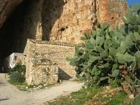Le Grotte di Custonaci - Grotta preistorica Scurati - borgo rurale costruito più di un secolo fa ed abitato fino alla seconda guerra mondiale - 14 marzo 2010 - 14 marzo 2010  - Custonaci (1853 clic)