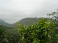 la città in cima al promontorio - 18 aprile 2010  - Sant'angelo muxaro (4723 clic)