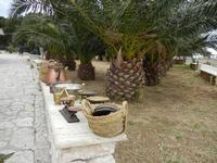 al Belvedere - ceste ed oggetti in rame - 23 aprile 2011  - Castellammare del golfo (826 clic)