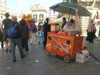 venditore ambulante di pop corn e zucchero filato - 16 maggio 2010  - Noto (6750 clic)