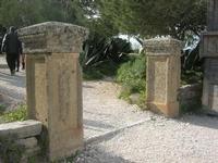 l'ingresso e la salita per accedere al Tempio - 11 aprile 2010   - Segesta (3627 clic)