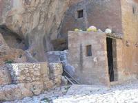 Le Grotte di Custonaci - Grotta preistorica Scurati - borgo rurale costruito più di un secolo fa ed abitato fino alla seconda guerra mondiale - 14 marzo 2010   - Custonaci (2682 clic)