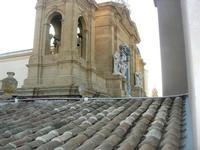 dal tetto del Palazzo VII Aprile, campanie e particolare della Chiesa Madre - 9 maggio 2010  - Marsala (1692 clic)