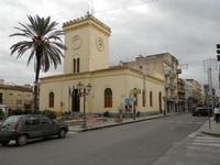Piazza Giacomo Matteotti - Chiesa di S. Leonardo (Comando Vigili Urbani) - 13 dicembre 2010  - Castelvetrano (2657 clic)
