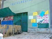 Cala Marina - manifesti di protesta per il porto - 17 ottobre 2010  - Castellammare del golfo (1804 clic)