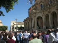 Infiorata 2010 - Spettacolo nel centro storico - 16 maggio 2010  - Noto (3293 clic)