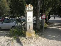 nel parcheggio della zona archeologica l'indicazione per raggiungere il Teatro - 11 aprile 2010   - Segesta (3413 clic)