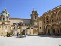 statua San Vito - cupole e campanile del Duomo - Seminario (Vescovile) dei Chierici - 9 maggio 2010  - Mazara del vallo (1625 clic)