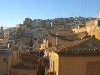 panorama della città - 4 dicembre 2010  - Caltagirone (1677 clic)