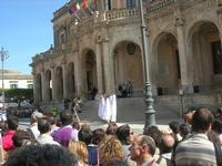 Infiorata 2010 - spettacolo nel centro storico - 16 maggio 2010  - Noto (2481 clic)