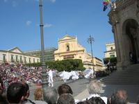 Infiorata 2010 - spettacolo nel centro storico - 16 maggio 2010  - Noto (2786 clic)