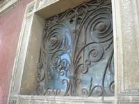 finestra con grata in ferro battuto - 4 dicembre 2010 CALTAGIRONE LIDIA NAVARRA