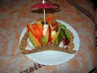 Cialda Tropical - gelato fragola, ananas, banana, panna, frutta, variegato fragola - La Piazzetta - 17 luglio 2010  - Balestrate (4804 clic)