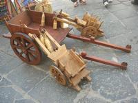 artigianato per strada - carrettini in legno - 16 maggio 2010  - Noto (4351 clic)