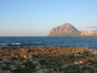 LIDO VALDERICE - scogli, mare e Monte Cofano - 14 marzo 2010   - Valderice (3820 clic)