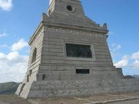 sul colle Pianto Romano, monumento - ossario (alto circa 30 metri) dedicato ai caduti garibaldini nella battaglia contro i Borbonici vinta da Garibaldi durante l'avanzata dei Mille verso la Capitale (15 maggio 1860) - 11 aprile 2010   - Calatafimi segesta (2017 clic)
