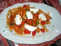 busiate con pomodorini, melanzane, salsiccia e ricotta - Busith - 2 giugno 2010  - Buseto palizzolo (4226 clic)