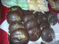 dolci locali in vetrina - 4 dicembre 2010  - Caltagirone (3248 clic)