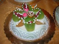 cassata siciliana per festeggiare la Pasqua - Le Corti - 19 aprile 2011  - Castellammare del golfo (1212 clic)