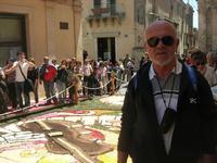 Infiorata 2010 - Bozzetti ispirati al tema: Musica dipinta: le forme e i colori della musica - MUSICA PICTA - Via Nicolaci - 16 maggio 2010   - Noto (2502 clic)