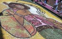 Infiorata 2010 - Bozzetti ispirati al tema: Musica dipinta: le forme e i colori della musica - L'ICONA TRA ARTE E MUSICA - Via Nicolaci - 16 maggio 2010   - Noto (2457 clic)