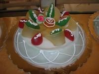 cassata siciliana per festeggiare la Pasqua - Le Corti - 19 aprile 2011  - Castellammare del golfo (1383 clic)