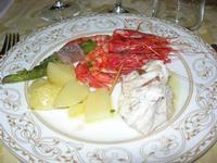 pesce al forno, gamberetti, patate e asparagi con prosciutto - Baglio Strafalcello - 22 giugno 2010  - Castellammare del golfo (3006 clic)