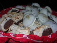 dolci tipici locali - Mercatini di Natale - 4 dicembre 2010  - Caltagirone (5491 clic)