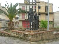 monumento - 18 aprile 2010  - San biagio platani (4366 clic)