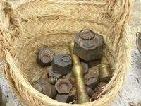 oggetti in rame e pesi in cesto di paglia esposti al Belvedere - 25 luglio 2010  - Castellammare del golfo (1429 clic)