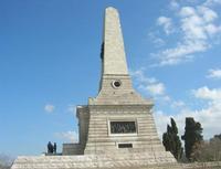 sul colle Pianto Romano, monumento - ossario (alto circa 30 metri) dedicato ai caduti garibaldini nella battaglia contro i Borbonici vinta da Garibaldi durante l'avanzata dei Mille verso la Capitale (15 maggio 1860)- 11 aprile 2010   - Calatafimi segesta (2117 clic)